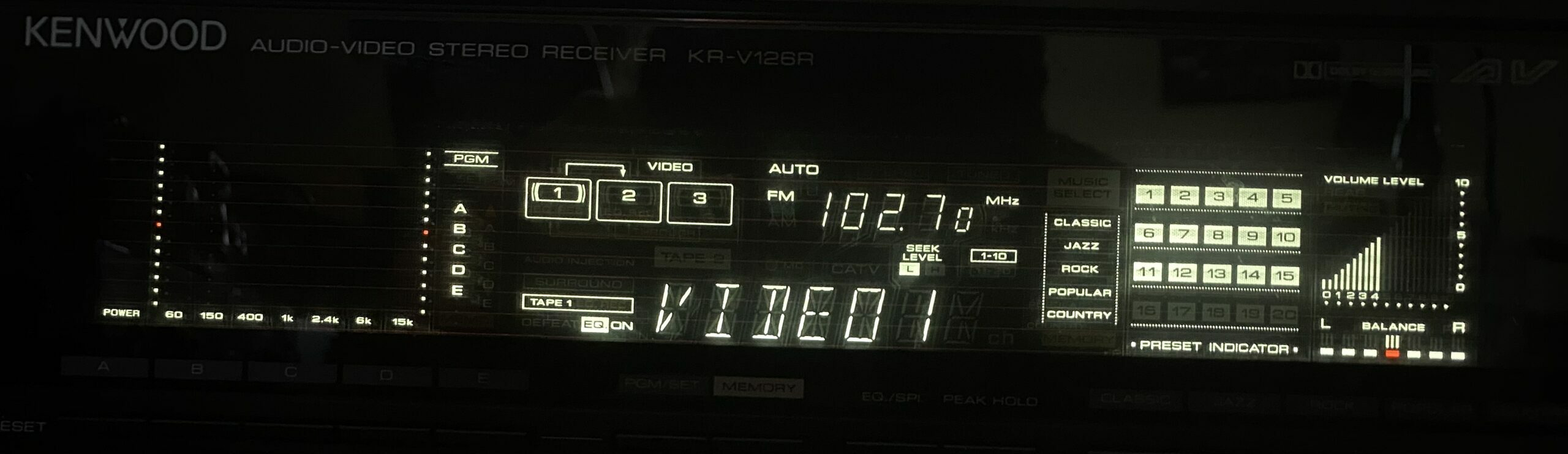 The display of the Kenwood V126R.